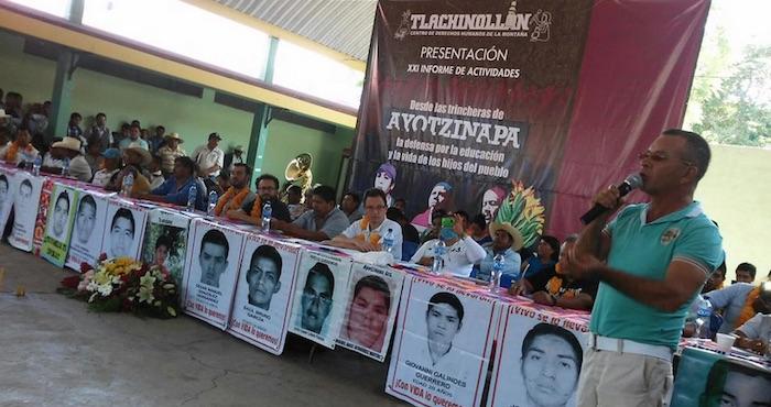 """Presentación del informe """"Desde las trincheras de Ayotzinapa:  La defensa por la educación y la vida de los hijos del pueblo"""". Foto: Twitter @Tlachinollan"""