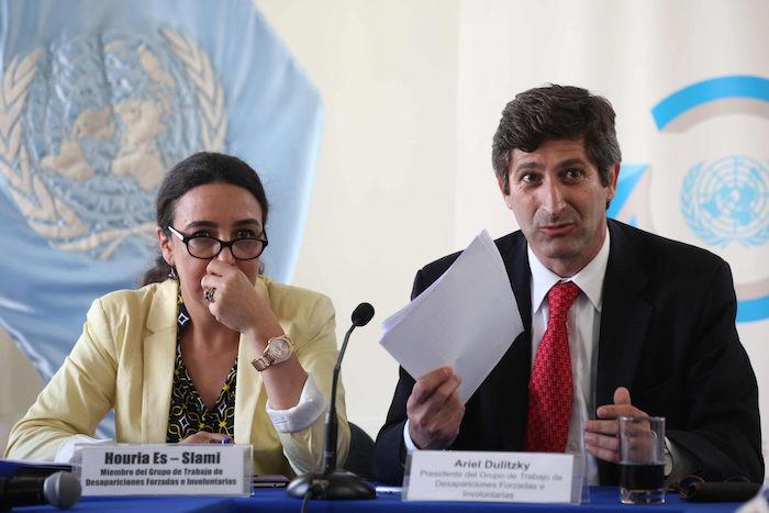Ariel Dulitzky (derecha) y Houria Es-Slami (izquierda), delegados del Grupo de Trabajo de las Naciones Unidas sobre las Desapariciones Forzadas o Involuntarias. Foto: Efe.