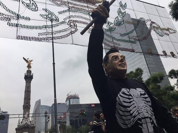 Las consignas de la marcha fueron en contra de Enrique Peña Nieto y la PGR. Foto: Alejandro Páez, SinEmbargo