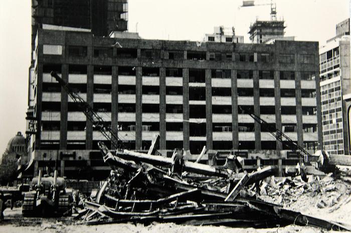 Escombros de edificio del Hotel Regis, que se ubicaba frente a la Alameda Central.: Notimex.