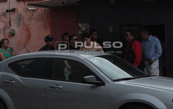 Momento en que los padres de la menor asesinado son detenidos. Foto: Pulso