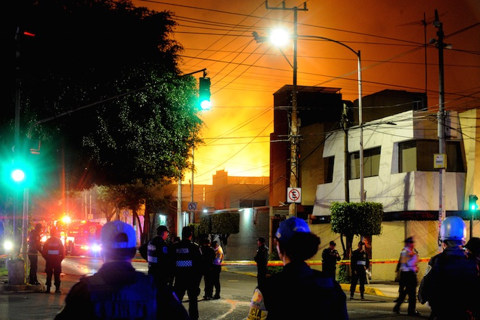 Aproximadamente 60 familias fueron evacuadas de una unidad habitacional contigua. Foto: Cuartoscuro