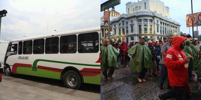 A los asistentes que llegaron cuando comenzaba a llover, les dieron impermeables de color rojo y verde. En tanto los camiones que arribaron desde el Estado de México Foto: Francisco fueron estacionados a los alrededores. Cañedo, SinEmbargo