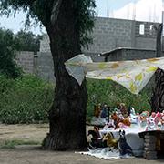 Comercio en uno de los cerros ocupados por asentamientos irregulares. Foto: Humberto Padgett, Sinembargo