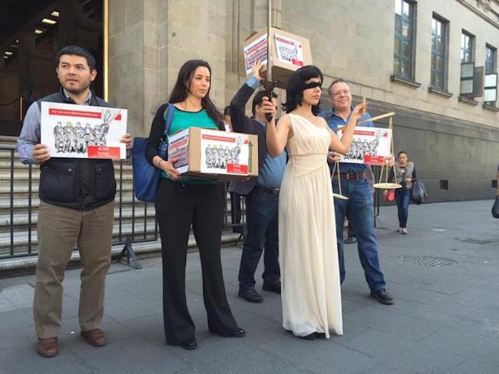 Los firmantes de la petición frente a la Suprema Corte. Foto: Twitter vía @Alberto_Herrera.