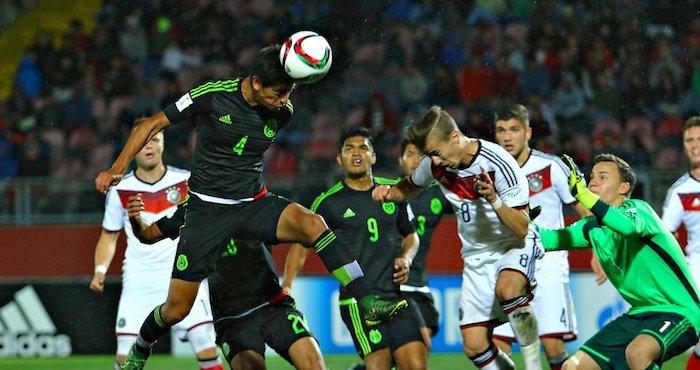 La Selección mexicana avanzó a octavos de final y terminó como líder del Grupo C de la Copa del Mundo Sub 17 Chile 2015 tras imponerse 2-1 al favorito, Alemania, en partido que se desarrolló en el estadio Fiscal de esta ciudad. Foto: Twitter @miseleccionmx