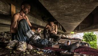 Pobres bajo un puente en Culiacán, Sinaloa. Foto: Cuartoscuro