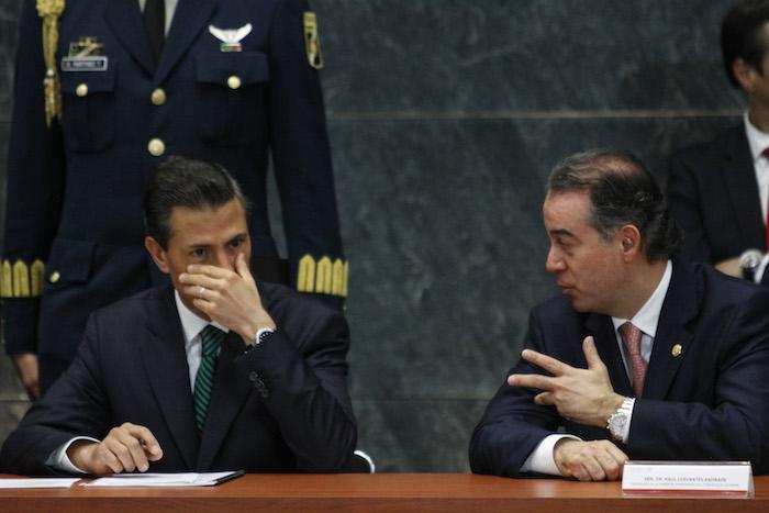 El Presidente Enrique Peña Nieto y el Senador con licencia Raúl Cervantes. Foto: Cuartoscuro