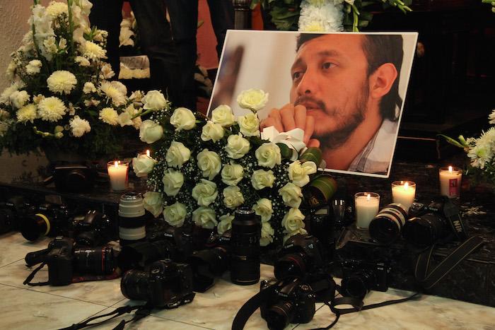 Velorio del periodista Rubén Espinosa, asesiando en la Ciudad de México. Foto: Luis Barrón, SinEmbargo