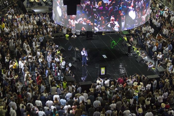 """El gobernador independiente de Nuevo León; Jamie Rodríguez """"El Bronco"""" acudió a la Arena Monterrey en donde dió un mensaje a sus simpatizantes de diversos municipios del estado. Foto: Cuartoscuro"""