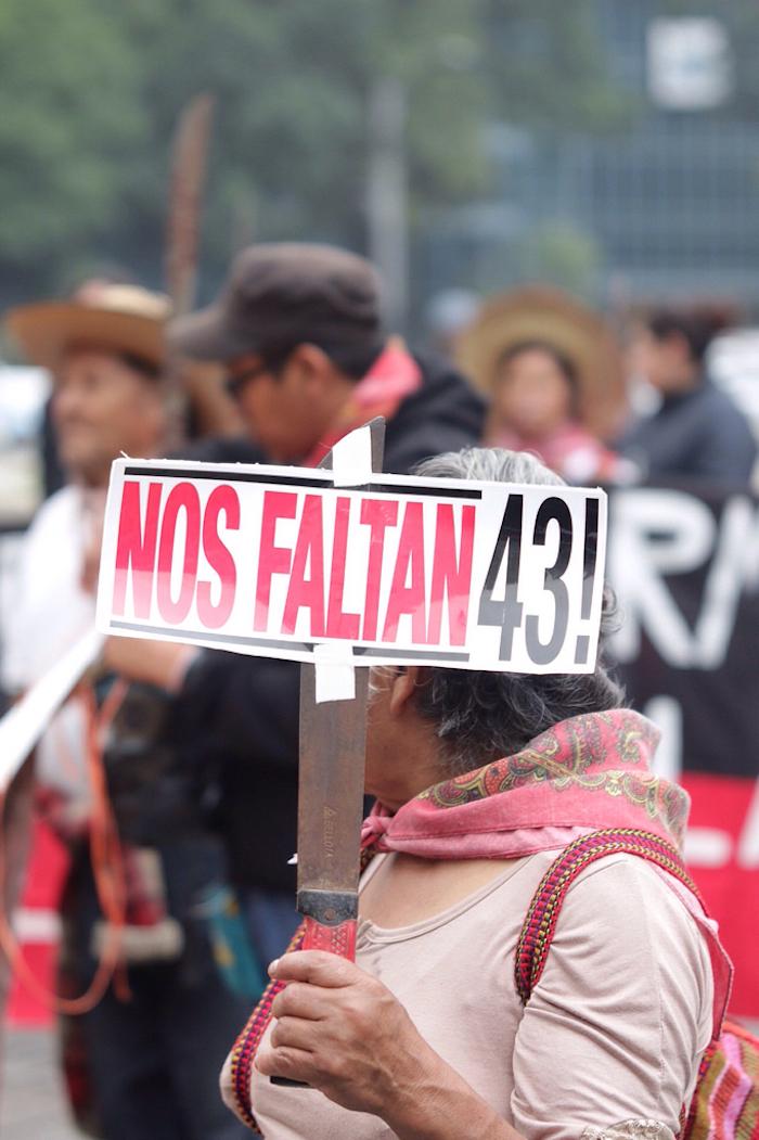 Cientos de personas se movilizan este día en que se cumplen 13 meses de la desaparición de los 43. Foto: Francisco Cañedo, SinEmbargo