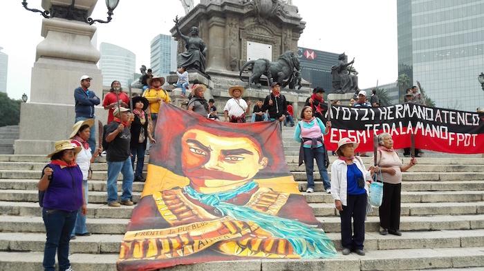 Contigentes de San Salvador, Atenco, se han sumado a la movilización de hoy. Foto: Luis Barrón, SinEmbargo