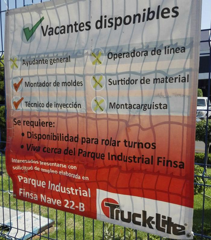 Proveedoras ofertan empleo en el parque Finsa. Foto: Luis Barrón, SinEmbargoMX