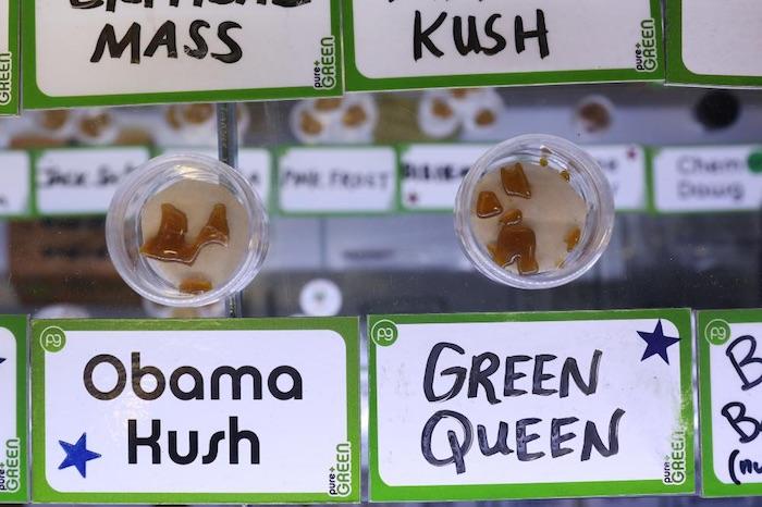 Un producto en Pure Green. Foto: Kirsten Luce/VICE News