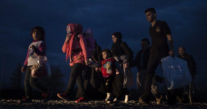 Texas amenaza con demandar a quien ayude a refugiados. Foto: EFE