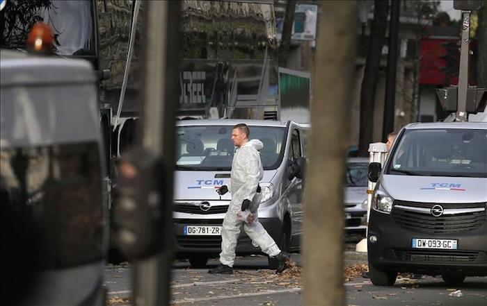 La policía científica trabaja en los escenarios de los atentados en París. Foto: EFE