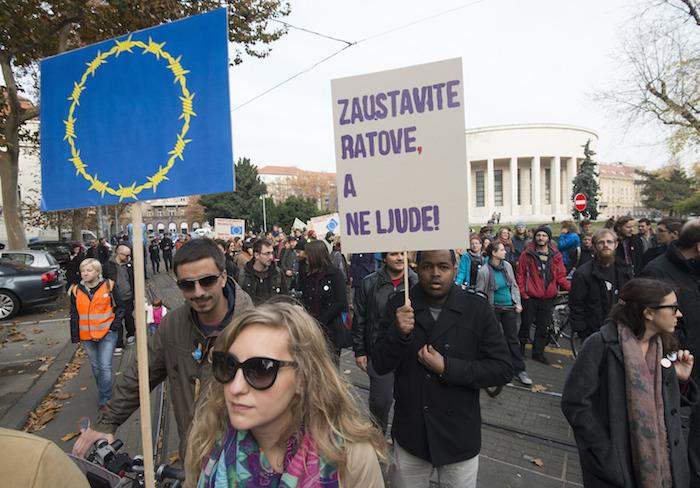 Personas participan durante una protesta antiterrorismo en Zagreb,  Croacia. Foto: Xinhua