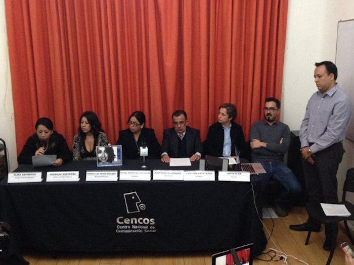 Familiares de Ruben Espinosa estuvieron acompañados por los periodistas Carmen Aristegui y Rafael Rodríguez Castañeda en la presentación de la plataforma. Foto: Cencos.