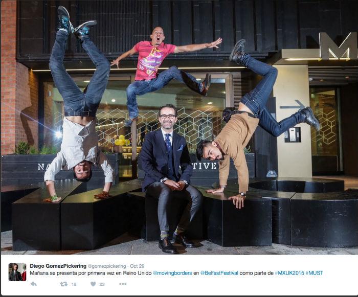 El embajador de Reino Unido promocionando actividades culturales. Foto: Tomada de su cuenta de Twitter @gomezpickering