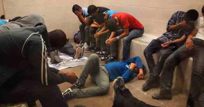 Casi 5 mil niños inmigrantes que fueron detenidos en octubre pasado cuando intentaban cruzar hacia Estados Unidos. Foto: EFE.