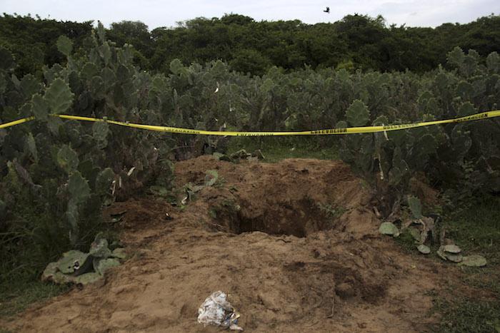 De los cuerpos exhumados en 2011 de fosas en Portezuelos, en el municipio de Manlio Fabio Altamirano, Veracruz, el Gobierno de Javier Duarte no informó ni una sola línea. Foto: Archivo. Cuartoscuro
