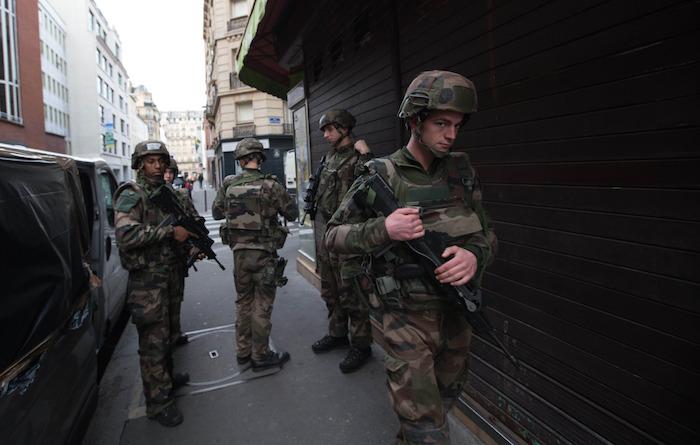 Soldados franceses patrullan las calles de París. Foto: Xinhua