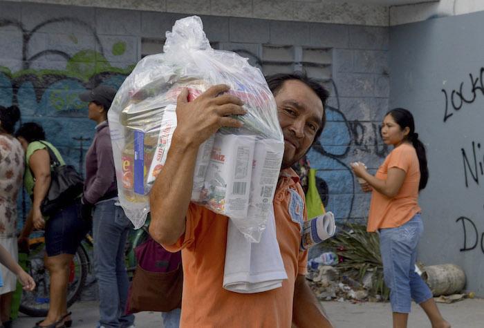 Los programas sociales son fuente de sesgos partidarios, expuso Loza. Foto: Cuartoscuro