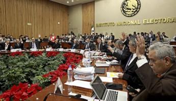 Votación durante la sesión extraordinaria en el Instituto Nacional Electoral. Foto: Cuartoscuro