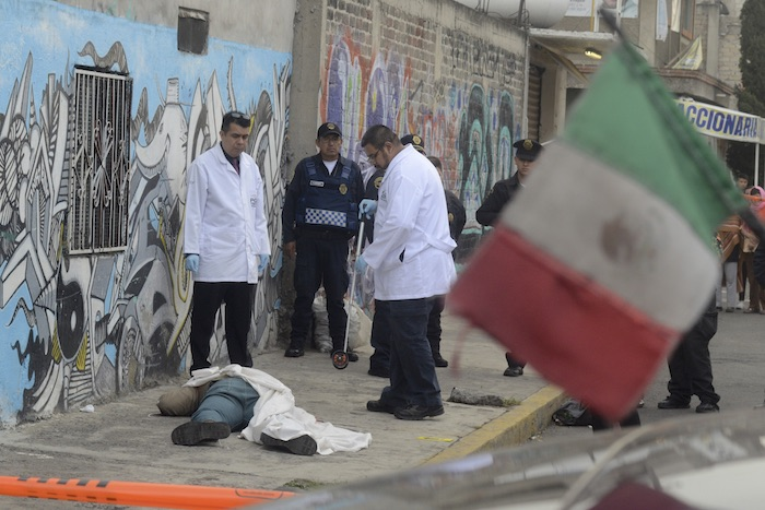Un hombre fue asesinado a balazos en la cabeza por dos sujetos, que fueron detenidos más tarde gracias a las cámaras de vigilancia, los hechos ocurrieron en la calle 21 y calle 4 de la colonia López Portillo en Iztapalapa. Foto: Cuartoscuro