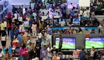 Las compras por el Viernes Negro en EU, disminuyen. Foto: EFE