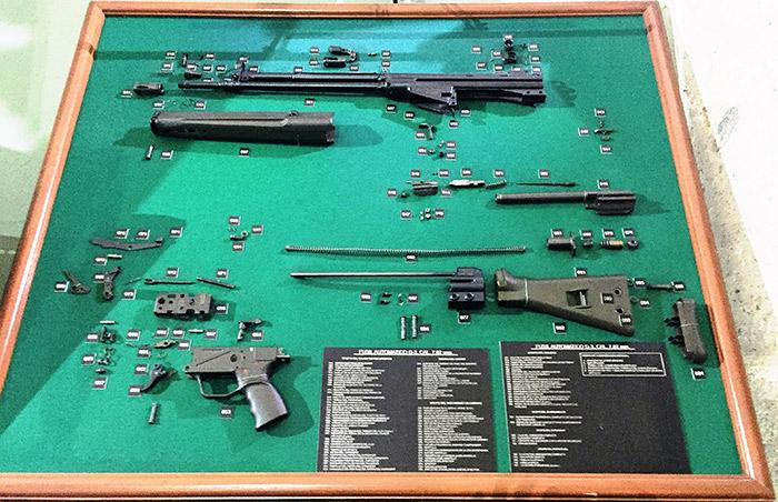 Fusil G-3 de Heckler & Koch desarmado en el Museo del Ejército. Foto: SinEmbargo Humberto Padgett