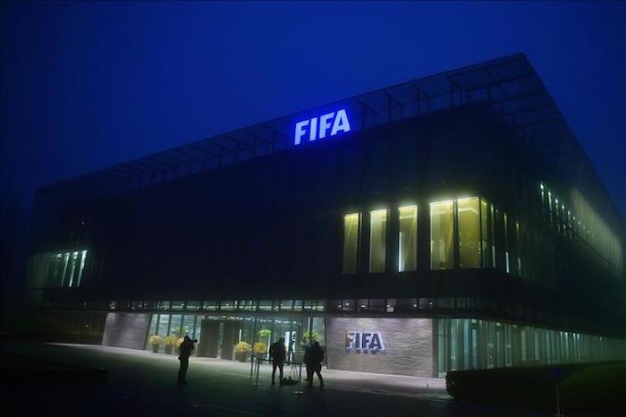 Son múltiples las acusaciones que han surgido desde mayo en el seno de la FIFA. Foto: EFE