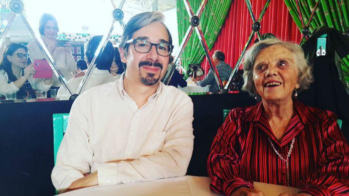 El autor y su amiga y presentadora, Elena Poniatowska. Foto: Lorena Elizabeth Hernández