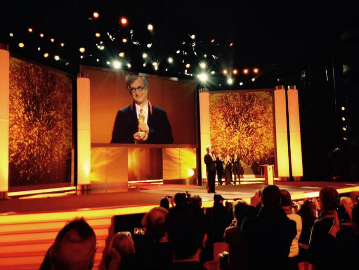 El cineasta recibió un Oso de Oro en la pasada Berlinale, en reconocimiento a su trayectoria artística. Foto: Fundación Wim Wenders / Facebook