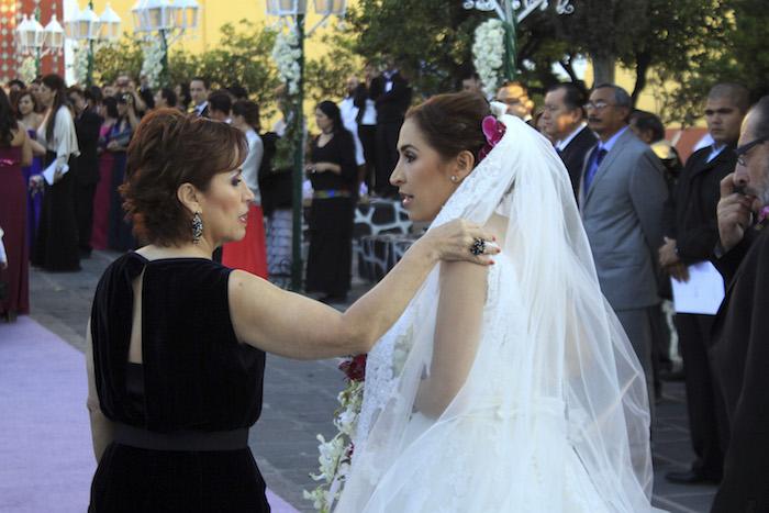 Rosario Robles y su hija Mariana Moguel Robles en su boda en enero de 2012. Foto: Cuartoscuro