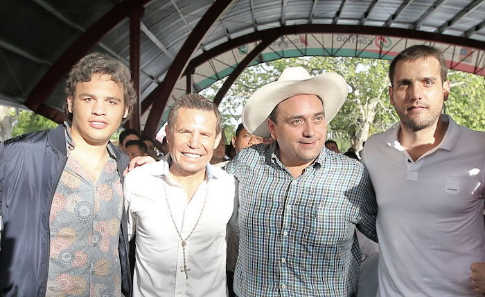 Parte los invitados especiales de Borge. Julio Cesar Chávez, Borge y El Niño verde