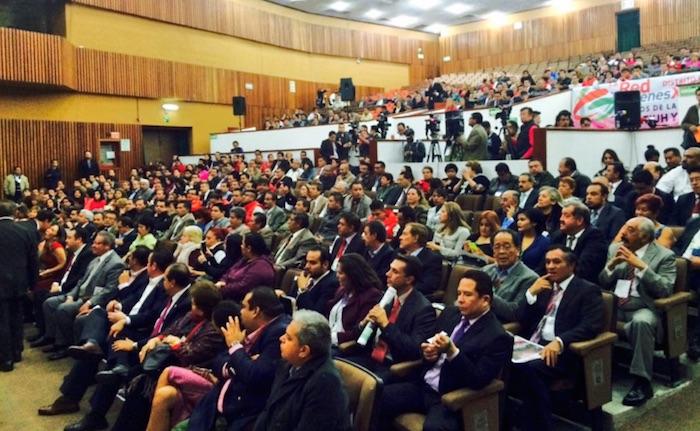 El ex dirigente del PRI-DF, Cuauhtémoc Gutiérrez de la Torre, señalado por encabezar una red de trata al interior del partido, estuvo presente hoy en primera fila en la toma de protesta de la nueva dirigencia. Foto: Twitter @ComitePRIDF