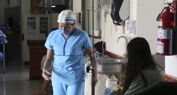 México sólo cuenta con 2.2 doctores y 2.6 enfermeras por cada mil habitantes. Es el segundo país con menor número de estos recursos humanos por habitante de la OCDE. Foto: Cuartoscuro