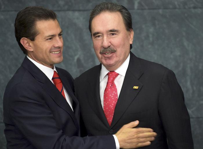 El Presidente Peña Nieto y el Senador Gamboa Patrón. Foto: Cuartoscuro