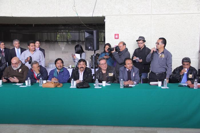 Grupos sindicales que se dieron cita en San Lázaro. Foto: Luis Barrón, SinEmbargo.