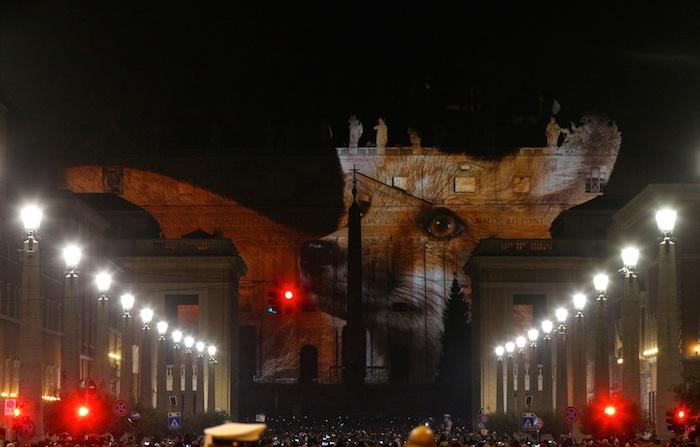 Resultado de imagen para juego de luces en el vaticano