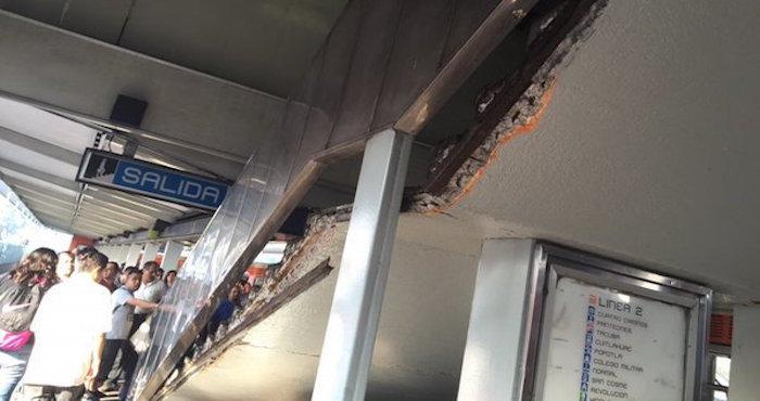 Escalera en el metro nativitas se vence y deja tres for Escaleras 15 metros