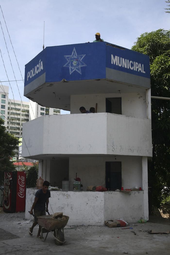 Estaciones de policía se encuentran abandonadas  en Acapulco desde hace varios años. Foto: Cuartoscuro