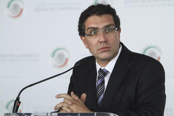 El Senador Armando Ríos Piter señaló que la ley de Obras deberá ser revisada. Foto: Cuartoscuro
