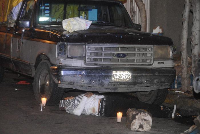 9 de diciembre de 2015. Joven muerto a balazos en Neza, Edomex. Foto: Cuartoscuro
