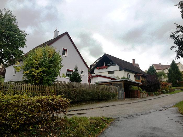 Casa frente a la fábrica de H&K. Esta región de Europa, entre Stuttgart y Zúrich, y entre Viena y Bruselas goza la mayor calidad de vida en el mundo