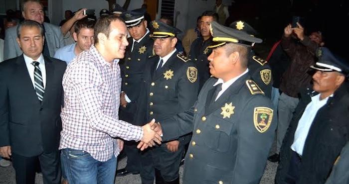 Cuauhtémoc Blanco tomó protesta al nuevo Secretario de Seguridad y Auxilio Ciudadano, Carlos de la Rosa Segura, esta madrugada. Foto: Twitter @CuauhtemocBco