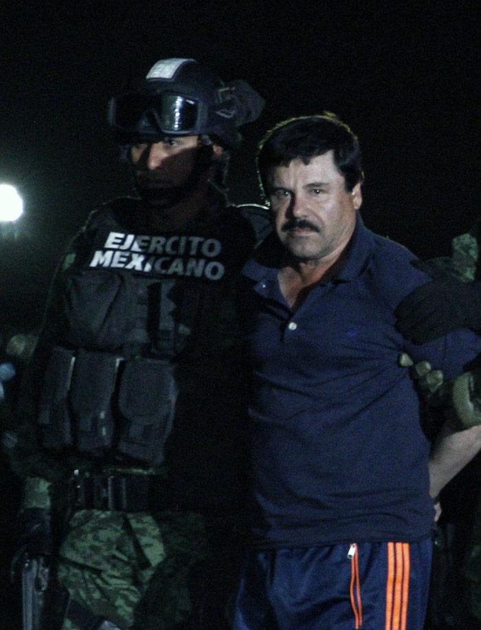 El Chapo, presentado en el aeropuerto. foto: Cuartoscuro