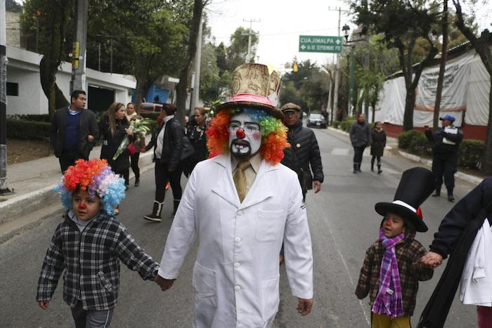 Familiares y amigos se movilizaron hoy en Cuajimalpa para recordar a las víctimas de la explosión en el hospital materno Contadero. Foto: Cuartoscuro