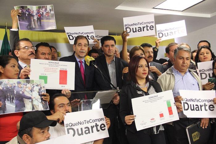 Los presidentes del PRD nacional y del estado de Veracruz, Agustín Basave y Rogelio Franco Castán confirman la alianza PRD y PAN para la elección por la gubernatura. Foto: Luis Barrón, SinEmbargo.